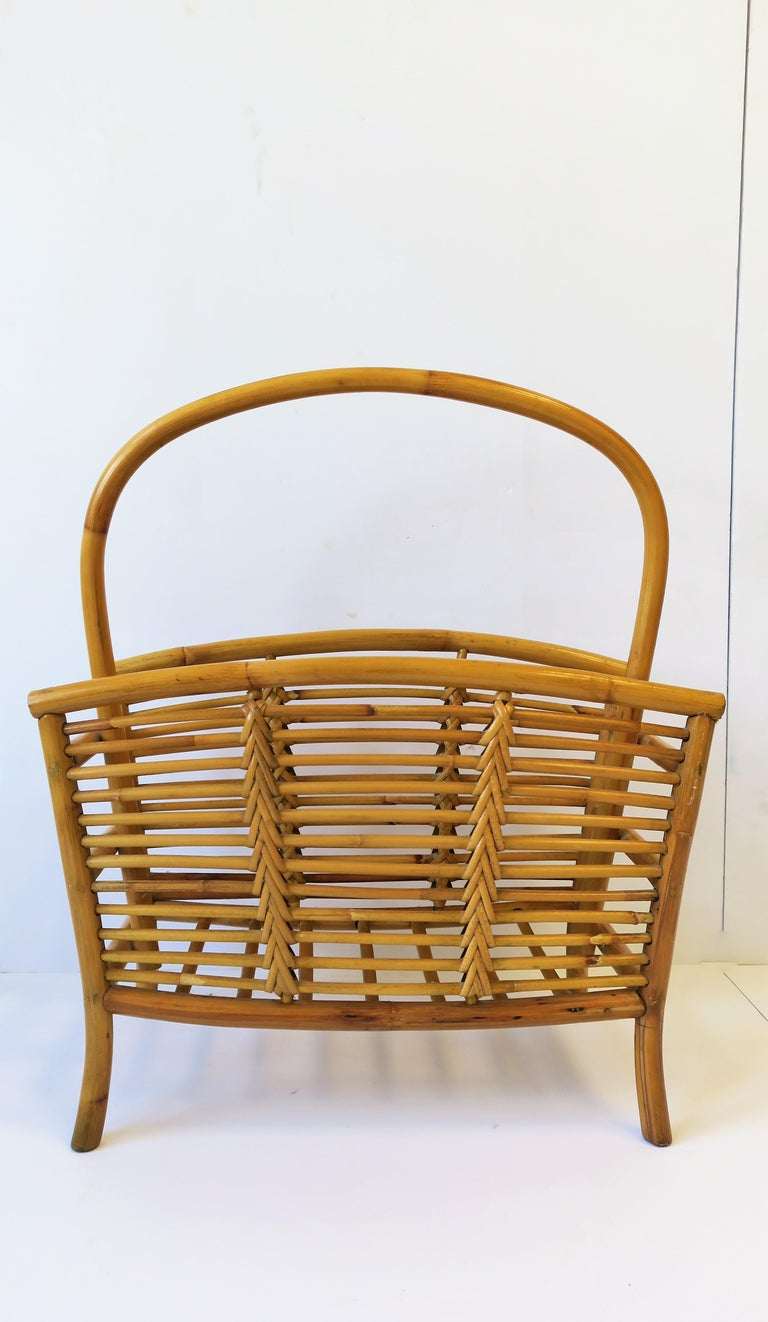 Wicker Rattan Bamboo Magazine Rack In Good Condition For Sale In New York, NY