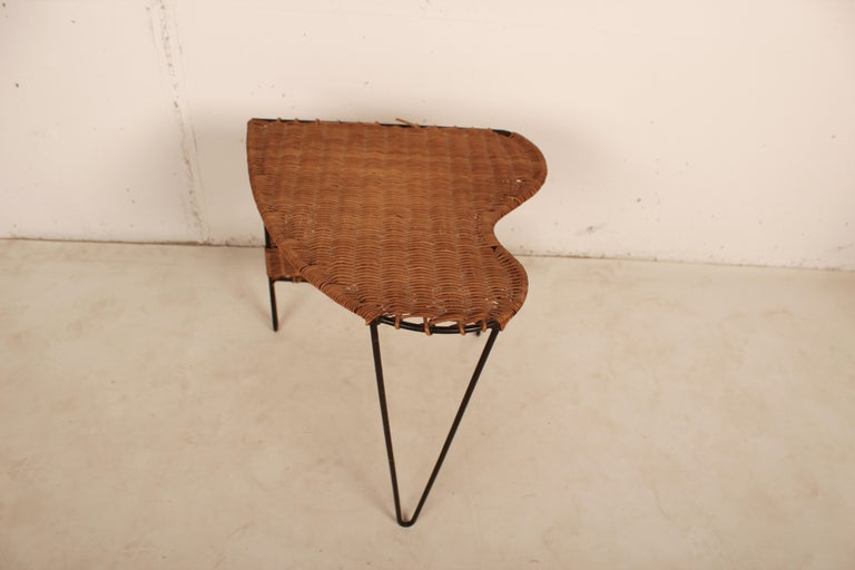 Mid-Century Modern Wicker Side Table with Magazine Holder by Raoul Guys, France, 1950 For Sale