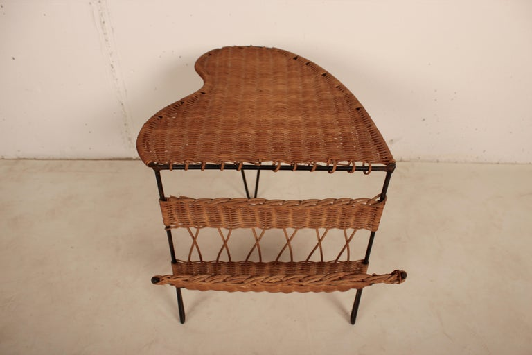 Wicker Side Table with Magazine Holder by Raoul Guys, France, 1950 In Good Condition For Sale In Santa Gertrudis, Baleares