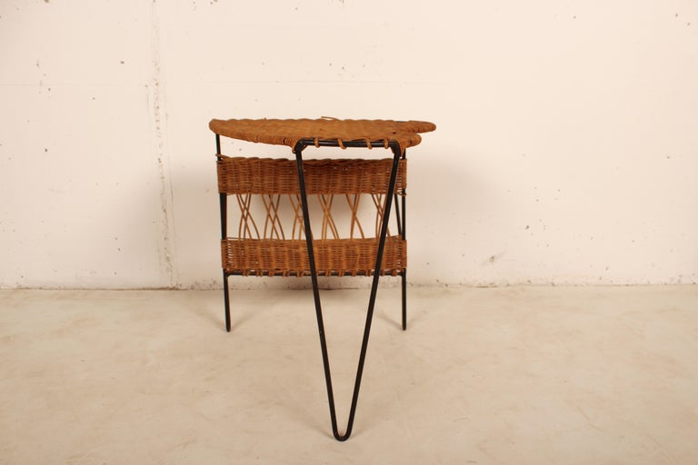 Wicker Side Table with Magazine Holder by Raoul Guys, France, 1950 For Sale 1