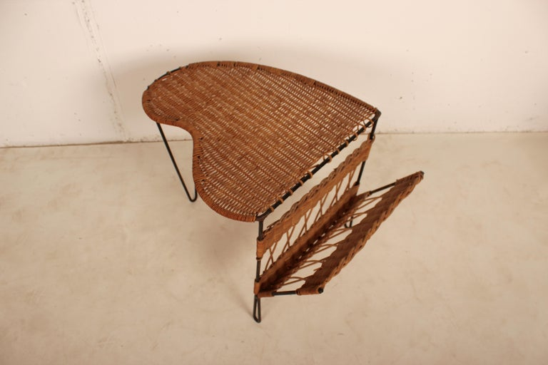 Wicker Side Table with Magazine Holder by Raoul Guys, France, 1950 For Sale 2