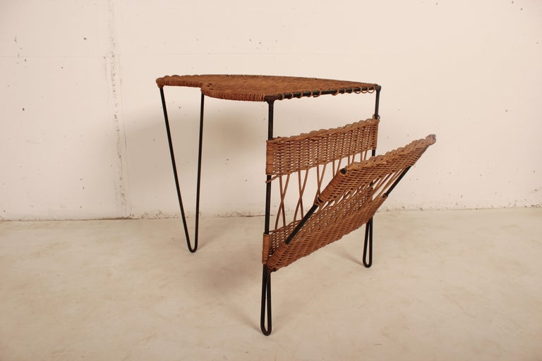 Wicker Side Table with Magazine Holder by Raoul Guys, France, 1950 For Sale 3