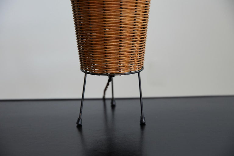 Wicker Table Lamp In Good Condition For Sale In Los Angeles, CA