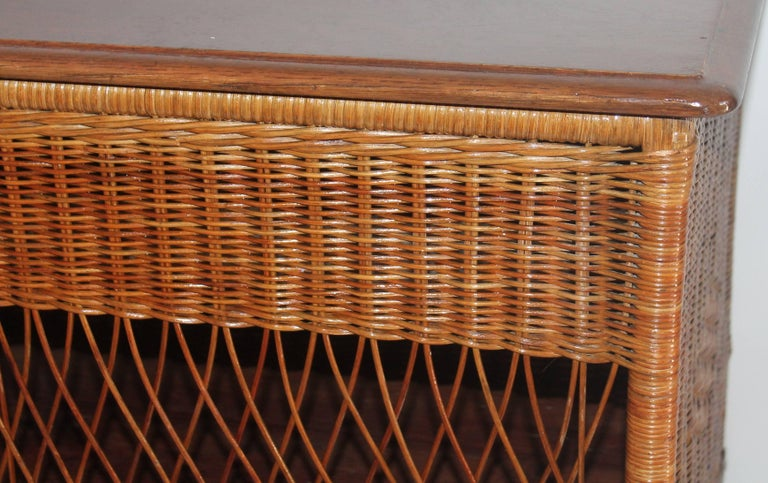 Wicker Work Table with Lift Top In Excellent Condition For Sale In Los Angeles, CA