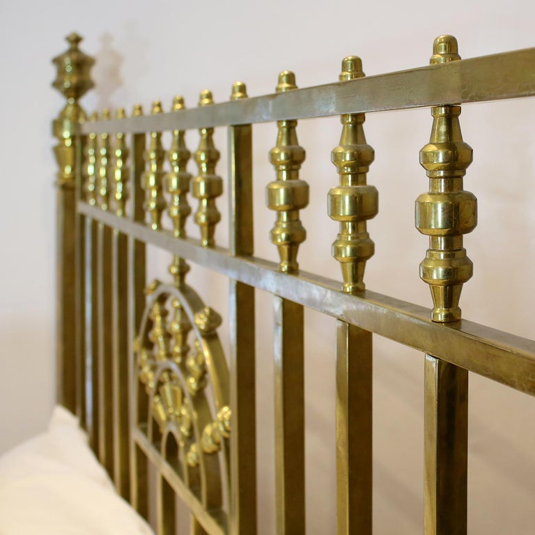 Wide Victorian Brass Antique Bed MSK66 For Sale 1