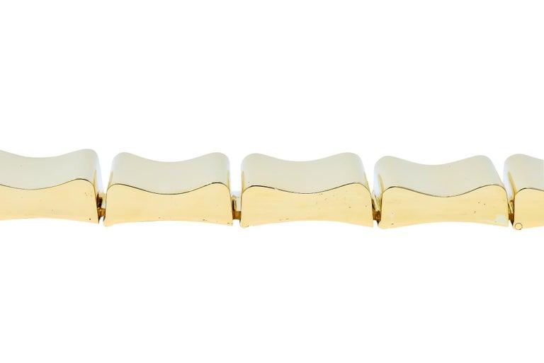 Wide Vintage 14 Karat Gold Polished Link Bracelet In Excellent Condition For Sale In Philadelphia, PA