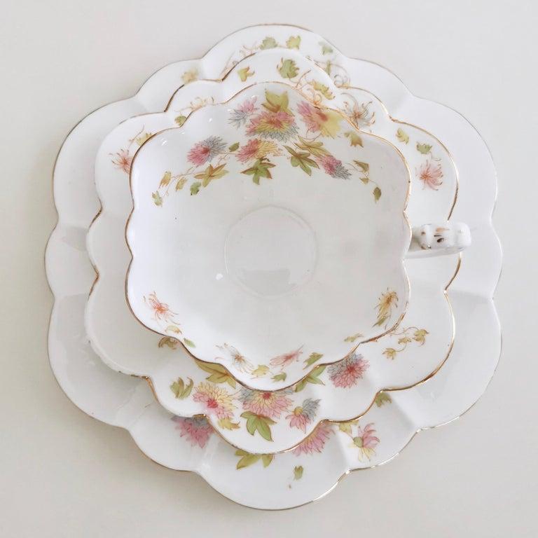 Wileman Porcelain Tea Set, Chrysanthemum, Pastel Colors, Art Nouveau, 1896 In Good Condition For Sale In London, GB