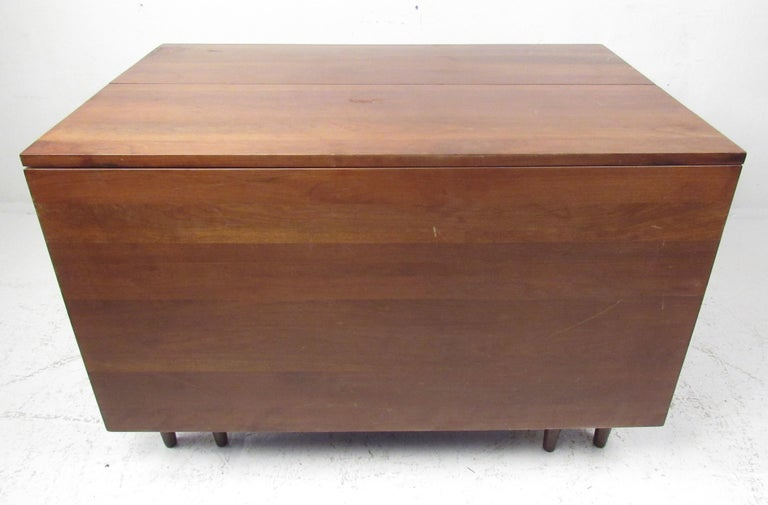Mid-20th Century Willett Solid Cherry Transitional Drop Leaf Dining Table For Sale