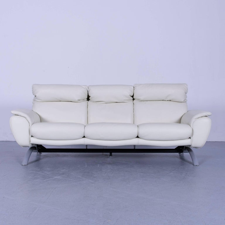 We bring to you an Willi Schillig leather sofa off-white three-seat.