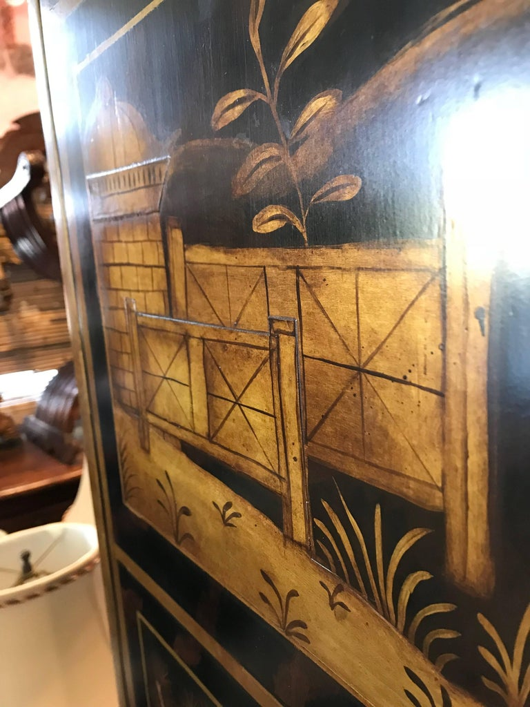 William & Mary Style Large Chest with Chinoiserie Decoration In Good Condition For Sale In Dallas, TX