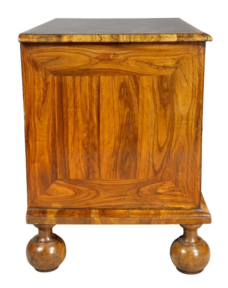 William and Mary Oyster Veneer Chest of Drawers For Sale 1