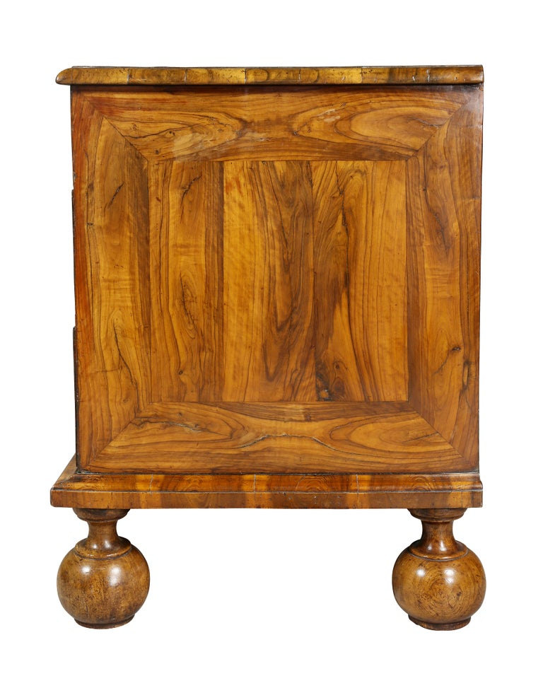 William and Mary Oyster Veneer Chest of Drawers For Sale 2