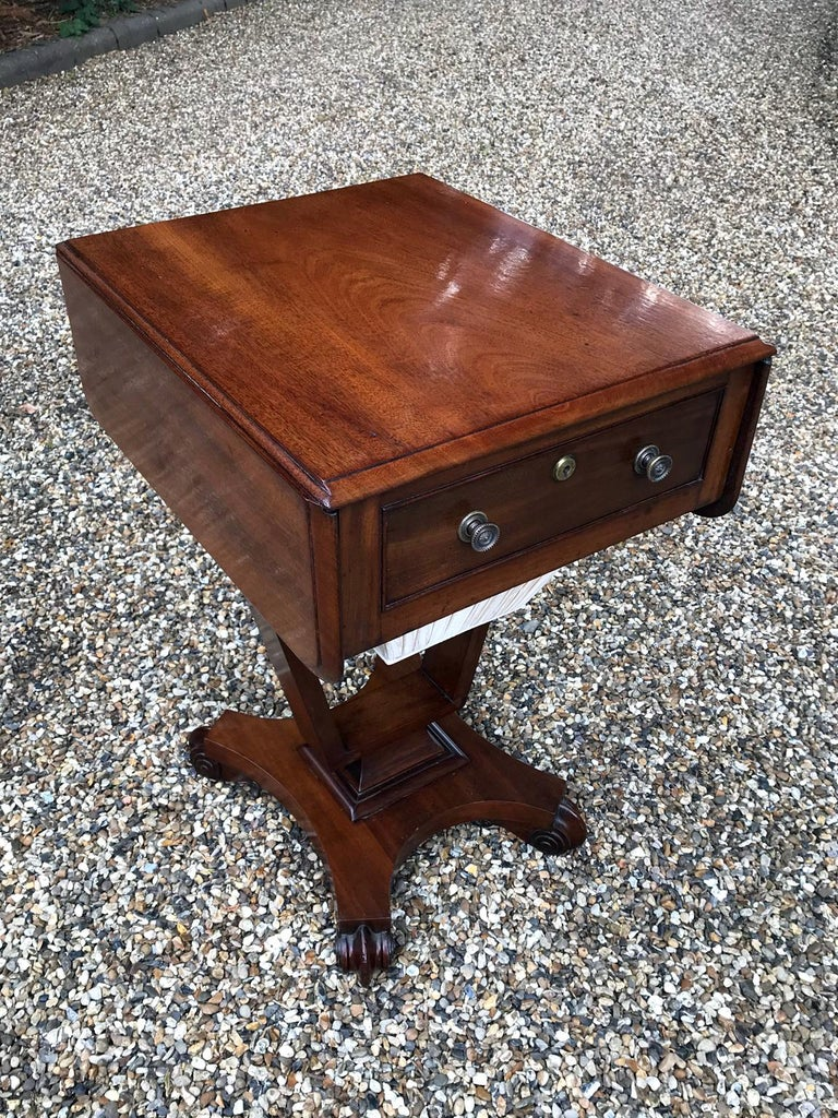 A William IV mahogany drop-leaf work table, fitted with a drawer and well, on a platform base. circa 1837 Dimensions: Width 17.5 inches – 44 cms Width open: 31 inches – 79 cms Height 28.5 inches – 72 cms Depth 21 inches – 53 cms.