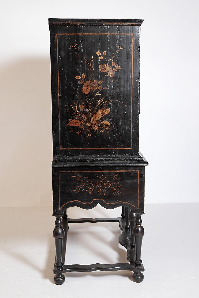 William & Mary Chest on Stand / Black Lacquer and Gilt Chinoiserie Decoration In Good Condition For Sale In Dallas, TX