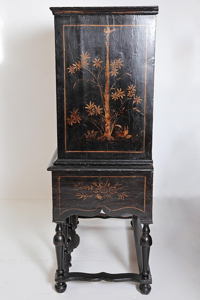 18th Century and Earlier William & Mary Chest on Stand / Black Lacquer and Gilt Chinoiserie Decoration For Sale