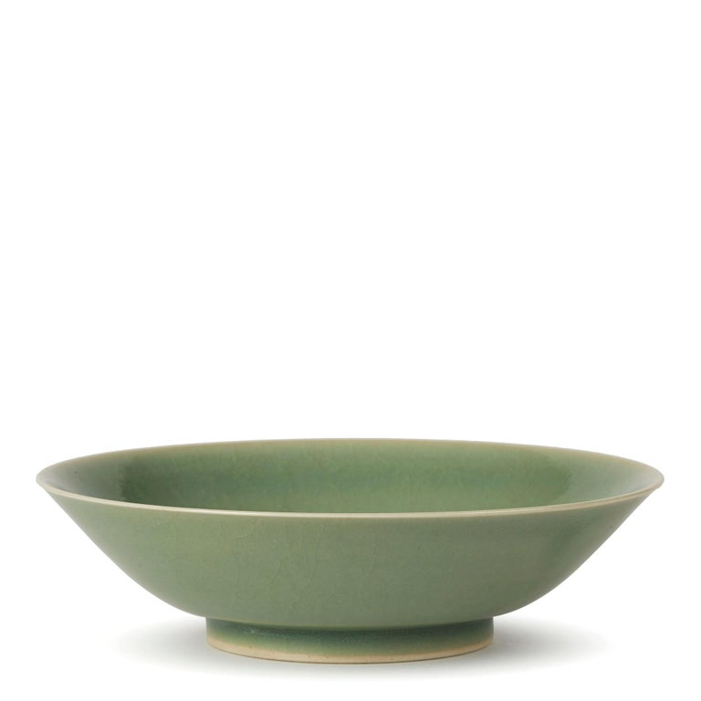 William Mehornay Studio Pottery Porcelain Green Celadon Dish, 1980 In Excellent Condition For Sale In Bishop's Stortford, Hertfordshire