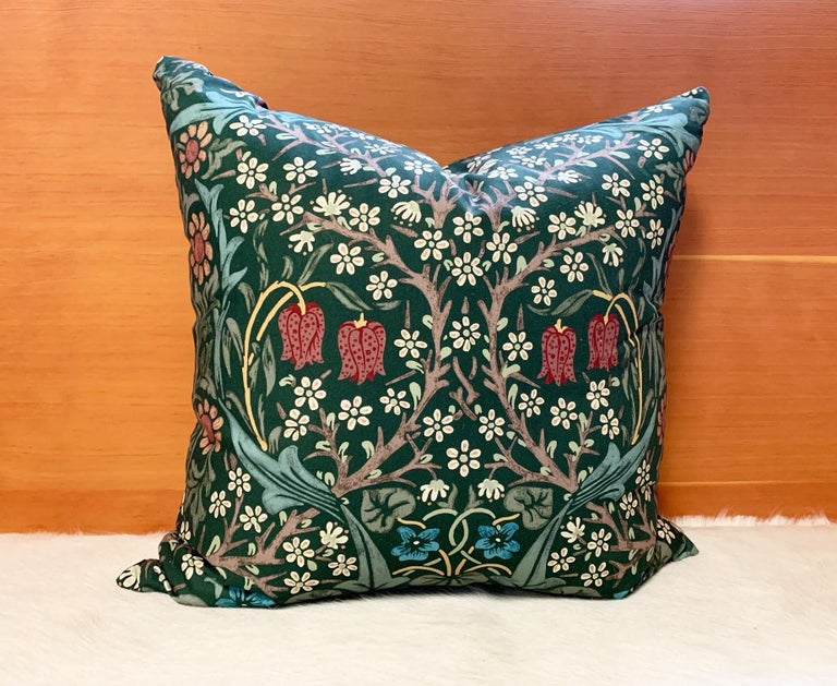 William Morris Blackthorn Pillow In New Condition For Sale In SAINT LOUIS, MO