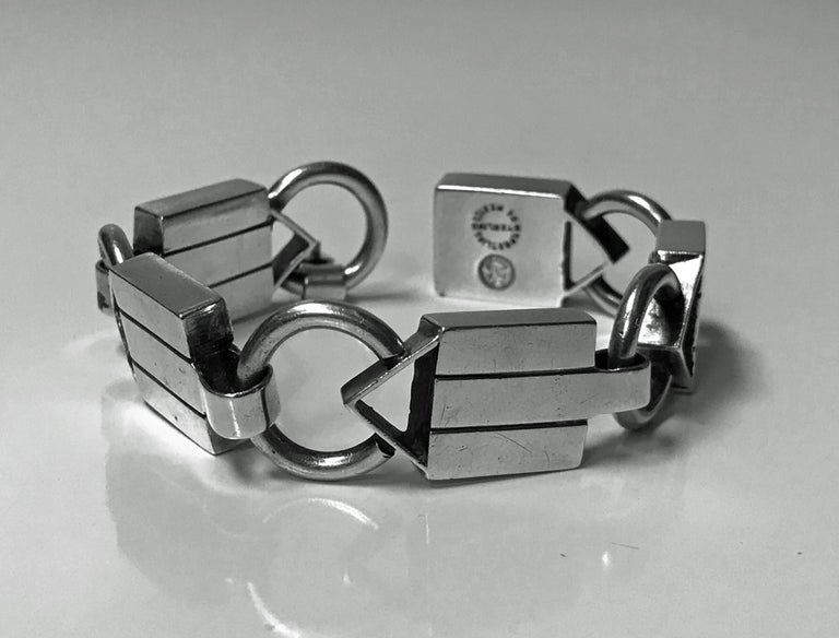 Rare design William Spratling 1949-1951 Sterling Silver Bracelet. The links of alternating elongated intertwining solid ribbed link and ring loop design Stamped with Spratling marks for 1949-1951. Total Item Weight: 46 grams. Length: 7.50 inches.