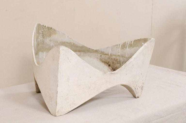 A rare style, midcentury Willy Guhl abstract triangular sculptural planter. This planter was designed by Swiss neo-functionalist designer Willy Guhl (1915-2004) for Eternit during the 1950s, Switzerland. The planter is constructed of eternite (a