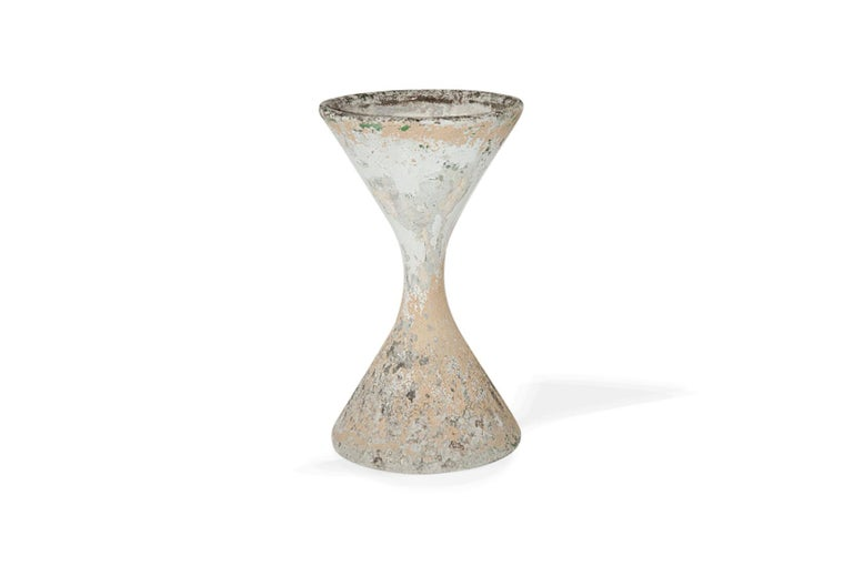 This planter has a double symmetrical circular shape, so it got the name of Diabolo. The patina is an old one, perfectly balanced, it can be seen as a sculpture. This is made with an handcrafted cement in Switzerland in the 1960s. It can be used