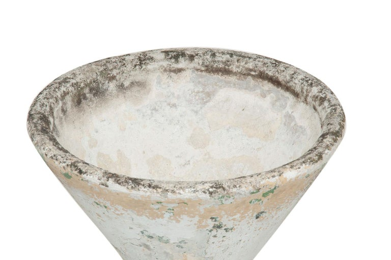 Hand-Crafted Willy Guhl Diabolo Planter, in Cement, Switzerland 1960, Old Patina, Grey Color For Sale