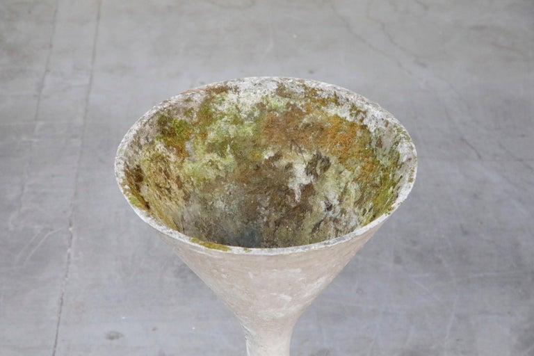 Willy Guhl for Eternit 'Diablo' Model 227 Hourglass Concrete Planter, circa 1968 For Sale 4