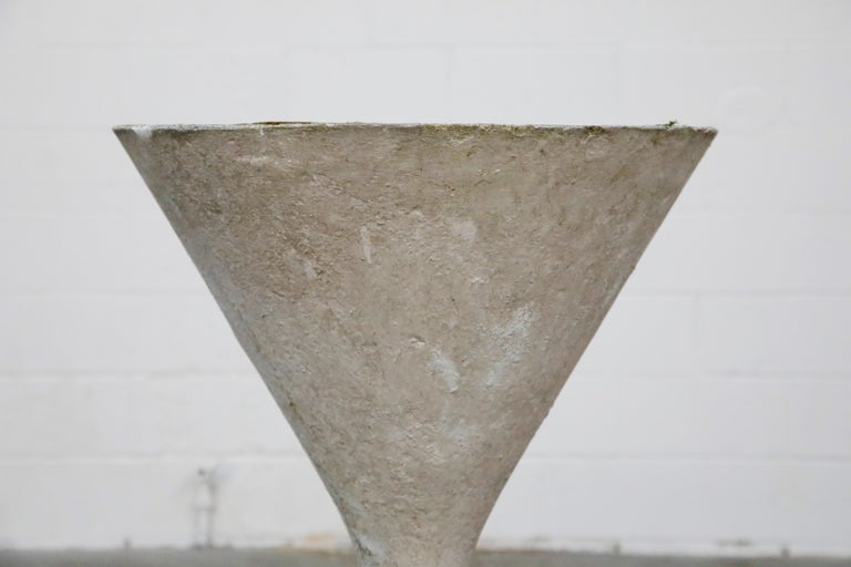 Willy Guhl for Eternit 'Diablo' Model 227 Hourglass Concrete Planter, circa 1968 For Sale 7