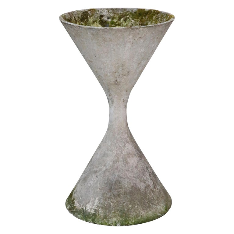 Willy Guhl for Eternit 'Diablo' Model 227 Hourglass Concrete Planter, circa 1968 For Sale