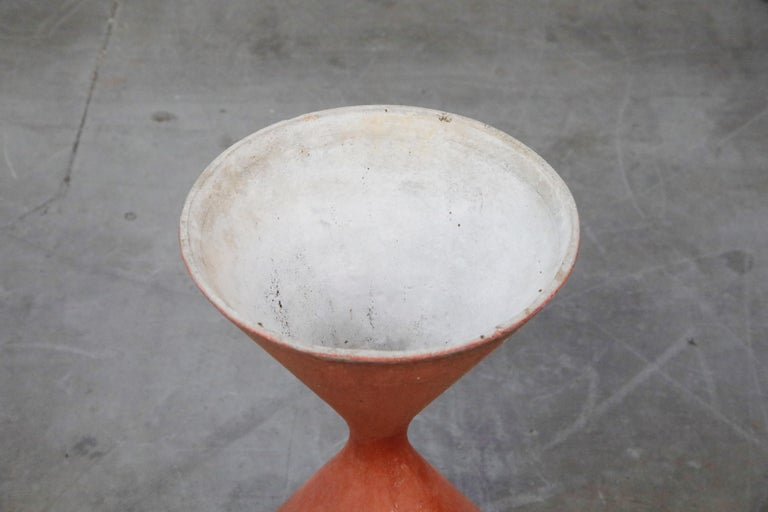 Willy Guhl for Eternit 'Diablo' Model 554 Hourglass Concrete Planter, Signed For Sale 6