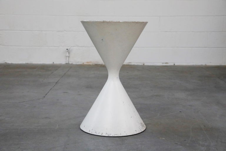 Mid-20th Century Willy Guhl for Eternit 'Diablo' Model 554 Hourglass Concrete Planter, Signed For Sale