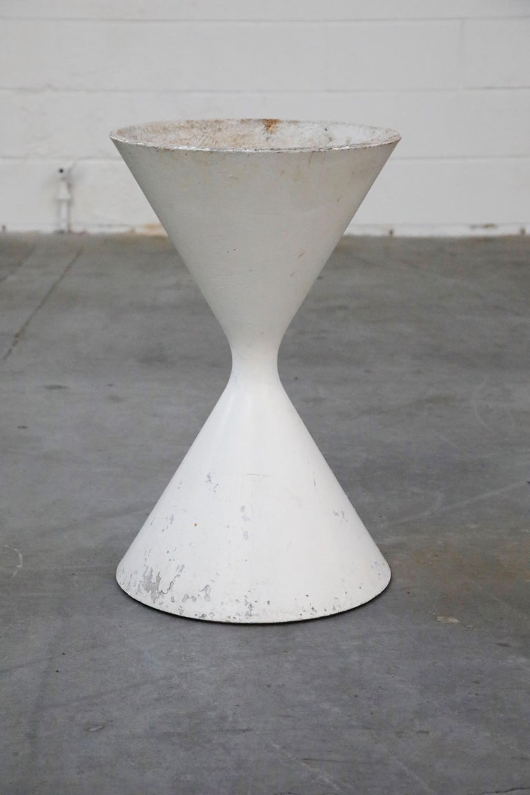 Willy Guhl for Eternit 'Diablo' Model 554 Hourglass Concrete Planter, Signed For Sale 1