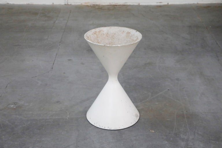 Willy Guhl for Eternit 'Diablo' Model 554 Hourglass Concrete Planter, Signed For Sale 3
