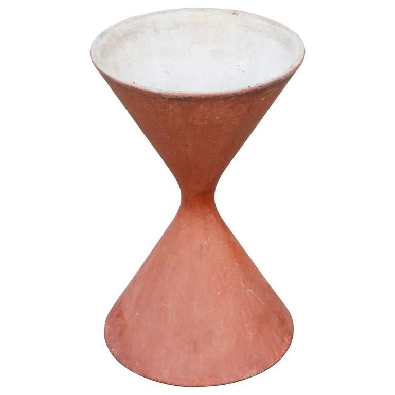 Willy Guhl for Eternit 'Diablo' Model 554 Hourglass Concrete Planter, Signed For Sale