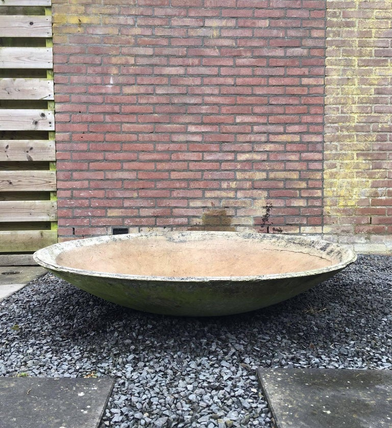 This huge fibre cement garden element was designed by the Swiss architect Willy Guhl for Eternit in circa 1950s-1960s. Absolute eye-catcher which remains in good vintage condition. Some wear, consistent with age and use.