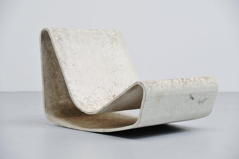 Very nice low lounge chair designed by Willy Guhl for Eternit AG, Switzerland 1954. These iconic garden chairs designed by Willy Guhl are made of cellulose infused fiber cement like concrete, which is nearly indestructible. The chair is in very nice