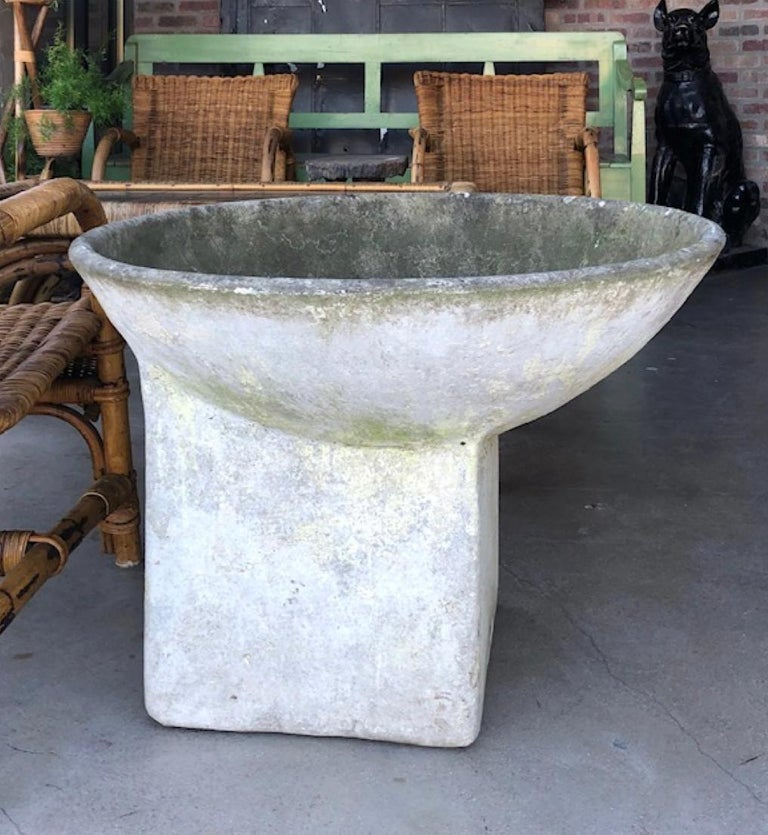 Willy Guhl cement planter in hard to find off-set circle shape. Switzerland, 1960-1969.