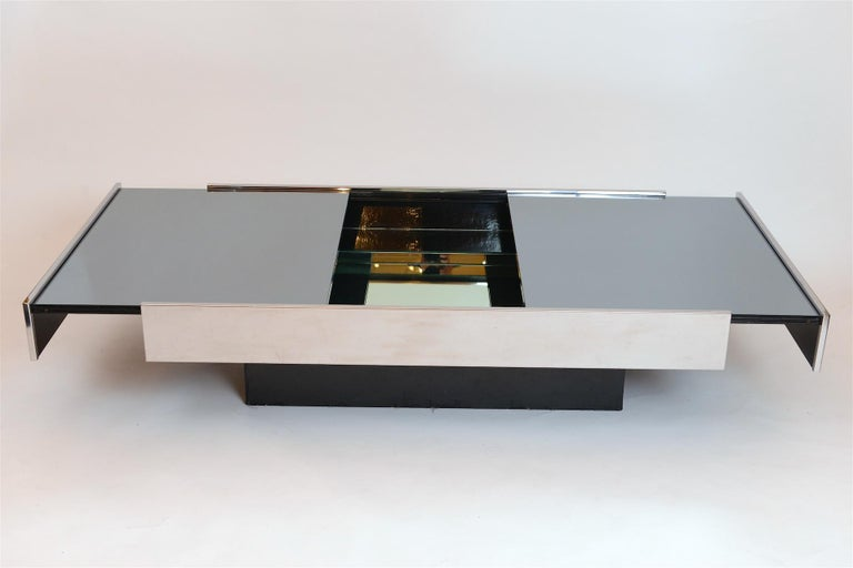 Mid-Century Modern Willy Rizzo Mirrored Bar / Table, circa 1970 For Sale