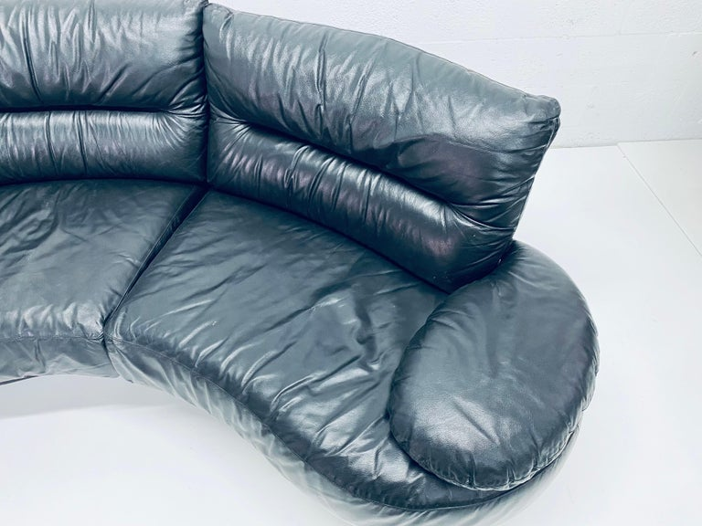 Wilma Salotti Postmodern Black Leather Rounded Back Sectional Sofa, Italy, 1980s For Sale 1