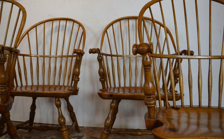Windsor Chairs  by  Rennick Furniture  In Good Condition For Sale In Pasadena, CA