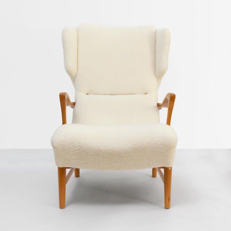 Winged Back Scandinavian Modern Lounge Chair in Faux Sheepskin Fabric In Good Condition In New York, NY
