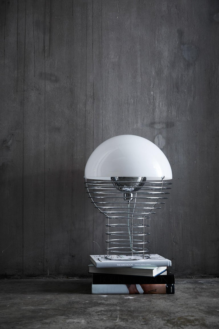 Modern Wire Small Table Lamp in White by Verner Panton For Sale