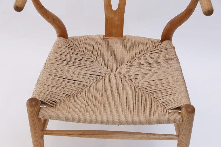 Late 20th Century Oak Wishbone Armchairs by Hans Wegner For Sale