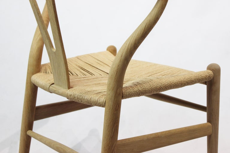 Wishbone Chair, Model CH24, in Oak and Paper Cord by Hans J. Wegner For Sale 3