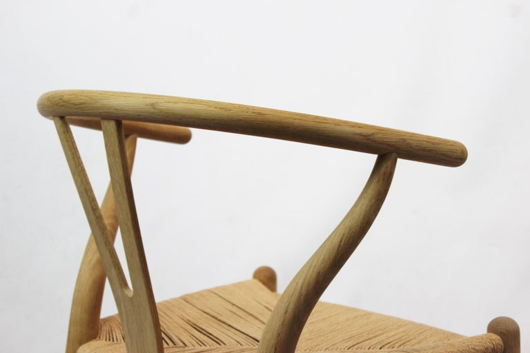 Wishbone Chair, Model CH24, in Oak and Paper Cord by Hans J. Wegner For Sale 4