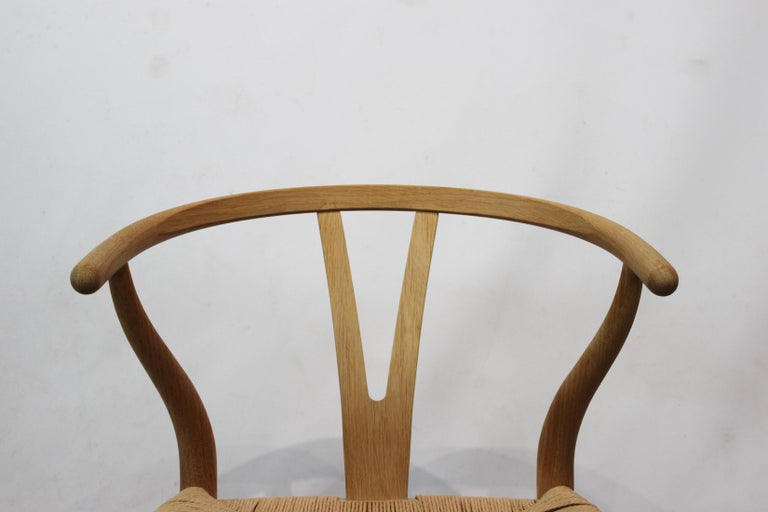 Wishbone Chair, Model CH24, in Oak and Paper Cord by Hans J. Wegner In Good Condition For Sale In Lejre, DK