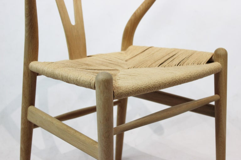 Wishbone Chair, Model CH24, in Oak and Paper Cord by Hans J. Wegner For Sale 1