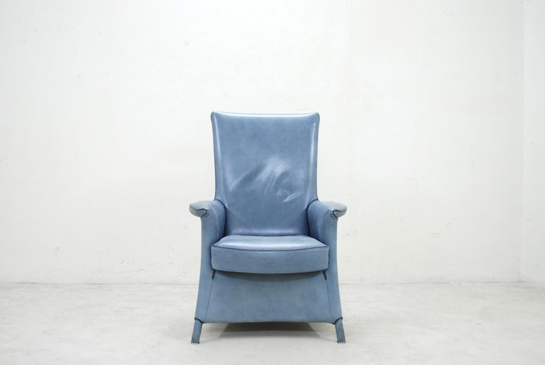 Leather armchair by Austrian - Italian architect Paolo Piva. Model Alta manufactured by Wittmann. Blue aniline leather. The design is a basic design from the model aura. Wittmann is a Austrian company manufacturing high-quality upholstered
