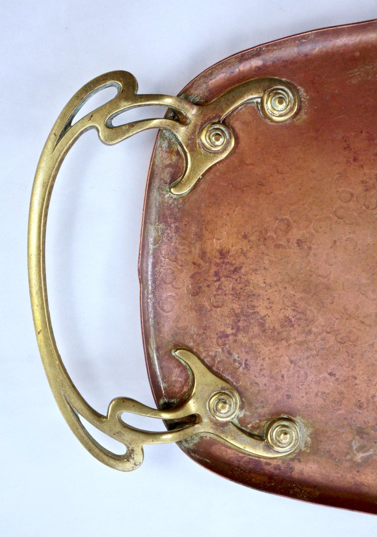 WMF Art Nouveau Hand Hammered Copper Tray with Brass Handles In Good Condition For Sale In London, GB