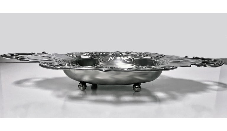 WMF Art Nouveau Pewter Two Handled Dish Bowl, Germany, circa 1900 In Good Condition For Sale In Toronto, Ontario