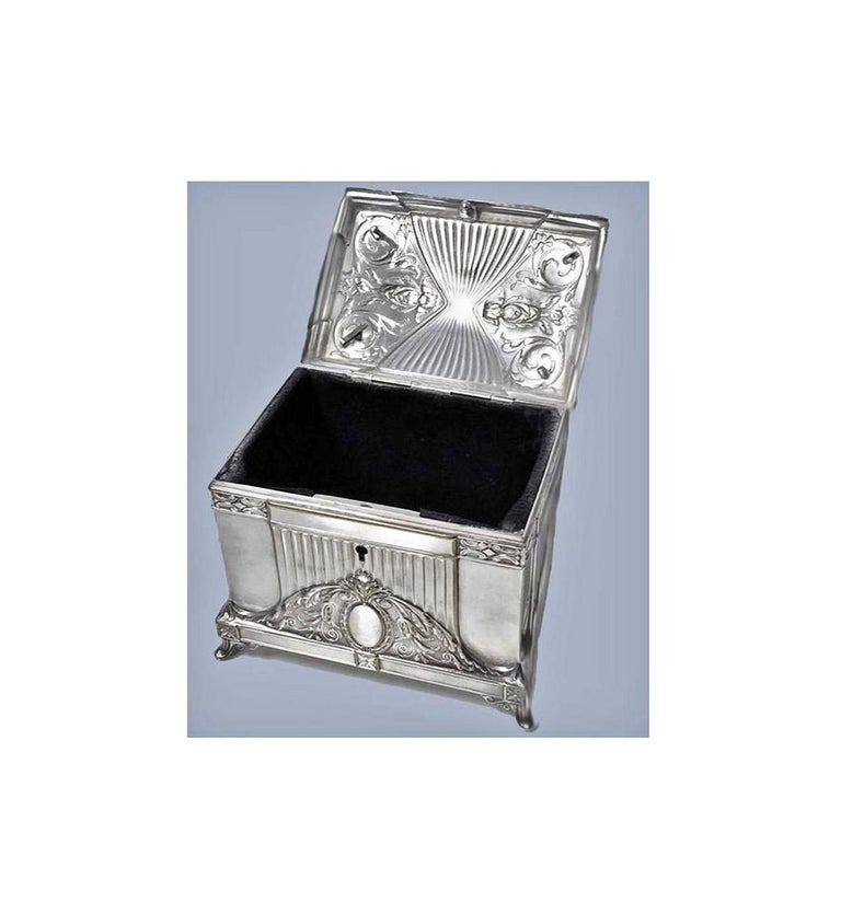 WMF Jewellery Box Jugendstil Secessionist Silver Plate, Germany, circa 1900 In Good Condition For Sale In Toronto, Ontario